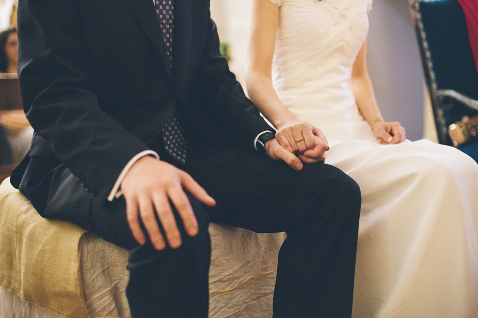 Novios casándose