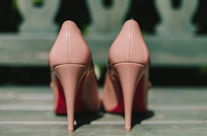 05-nara-connection-wedding-planner-zapatos-novia-louboutin