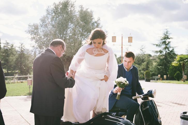 33-nara-connection-the-bride-on-vespa