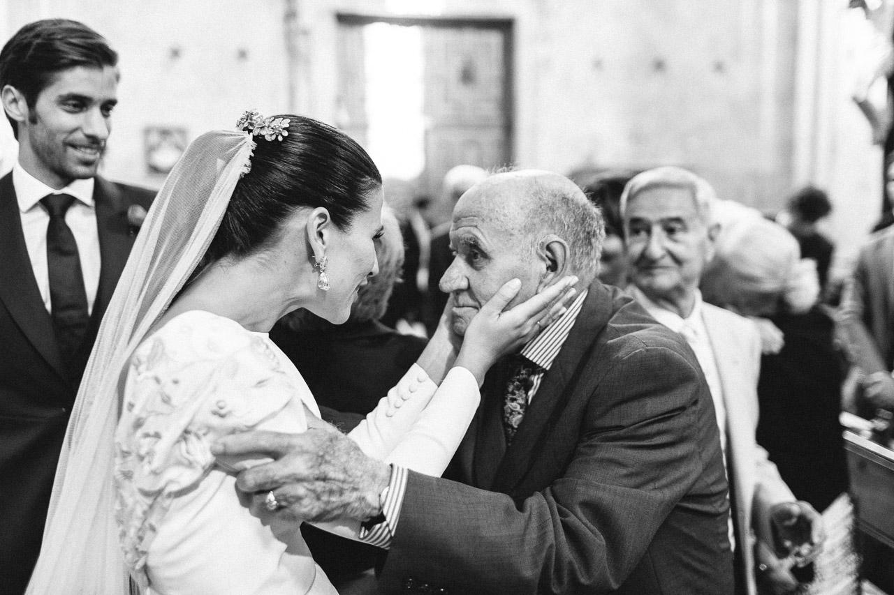 nara_connection_retrato_de_un_instante_foto_reportaje_novia_abuelo_boda_iglesia
