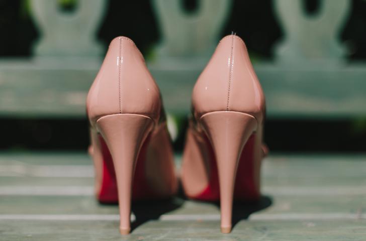 05-nara-connection-wedding-planner-zapatos-novia-louboutin