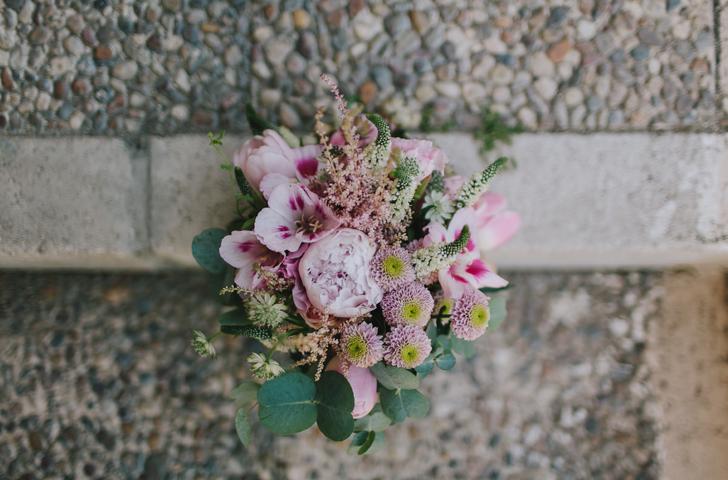 10-nara-connection-wedding-planner-ramo-flores-en-el-columpio
