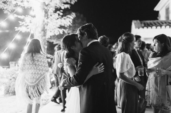 100-nara-connection-wedding-planner-beso-novios