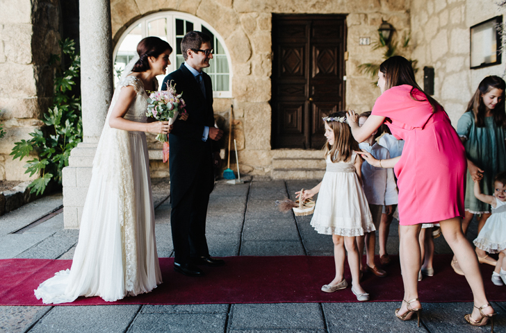 20-nara-connection-wedding-planner-entrada-iglesia-torrelodones